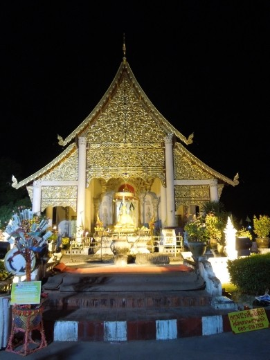 A glittering temple in Chiang Mai
