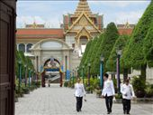 Peeking through the gates at the Thai Royal Palace: by sglass, Views[160]