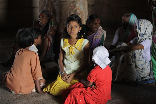 Temples is one of the most important in India, including Hampi. A place for prayer and a place to hide from the sun.
