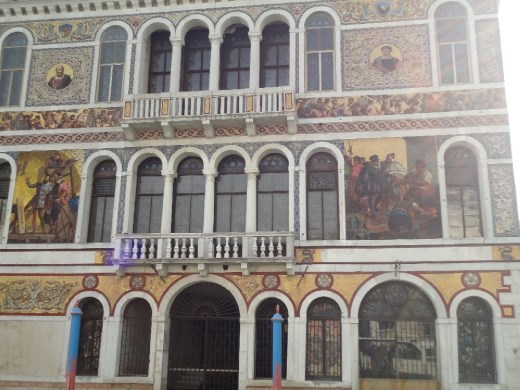 Just one of Venice's old buildings. I was surprised by the Indian look of the arched windows.