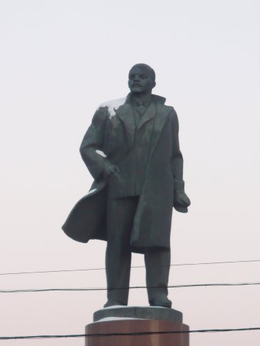 One of MANY statues of Lenin still overlooking Moscow (they don't make for very good landmarks when they seem to be at every other corner!). Since 1991, the Lenin statues that dotted the former Soviet republic Central Asian Stans have been torn down and replaced with more appropriate nationalistic statues (eg. Somoni in Tajikistan, Manas in Kyrgyzstan, the Golden Man in Kazakhstan)