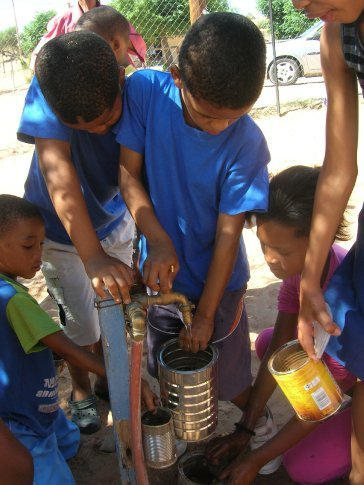 Each child brought two empty cans and 4 camelthorn seeds...