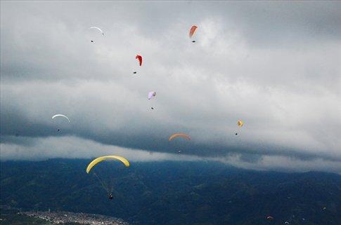Paragliders near Bucaramanga