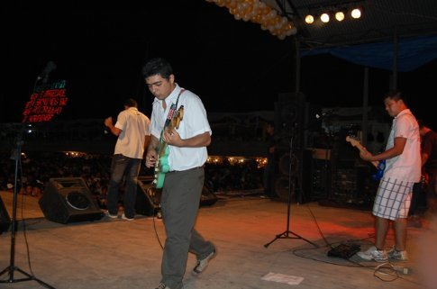 Francisco playing in Mau Mau´s band on NY´s eve in Tefe, Brazil