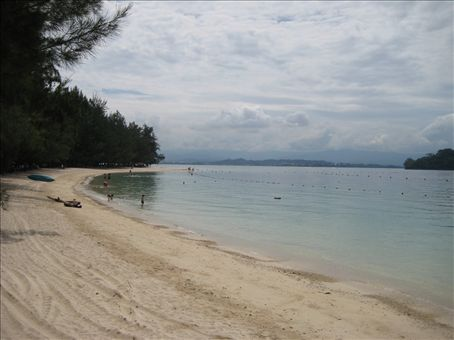 The beach on Manukan Island off of Kota Konabalu