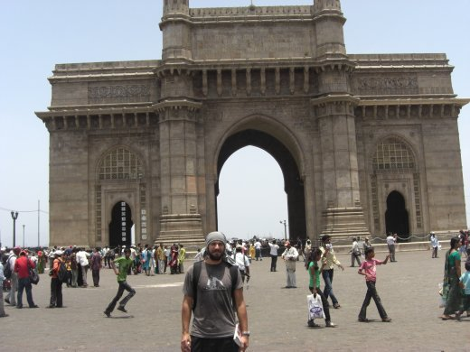 A brilliantly composed pic of me at the gateway to india