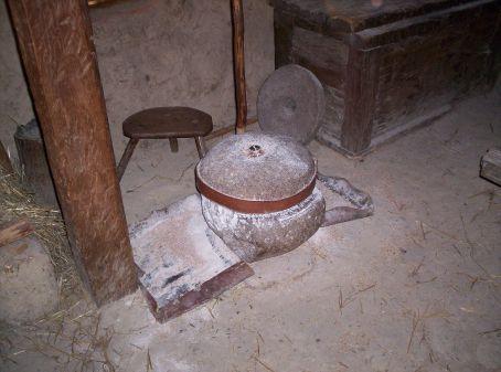 Circular grinding machine for corn