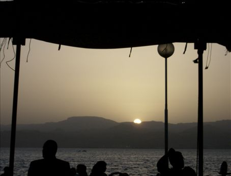 Juice and ethnic card games on the Aqaba waterfront