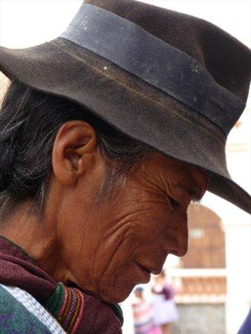 Frau mit Hut / Tarabuco
