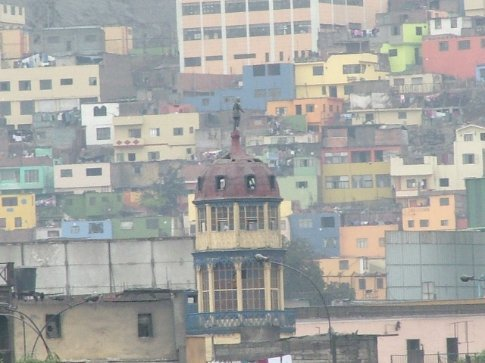 Dodgy looking houses on a hill outside Lima