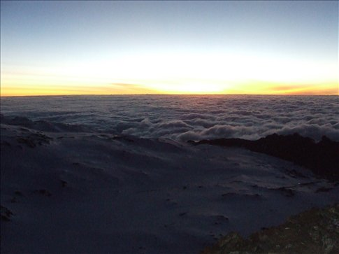 The sun was starting to come up when we summitted at around 6.30 am!