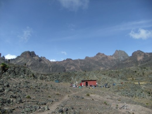 A short break at Minto's Hut on the way down the Chogoria route.