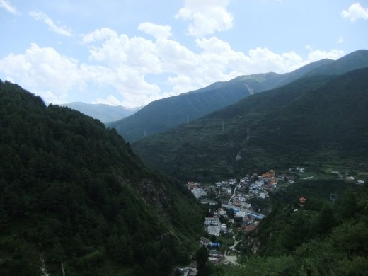 A view of Kanding from Paoma Shan.