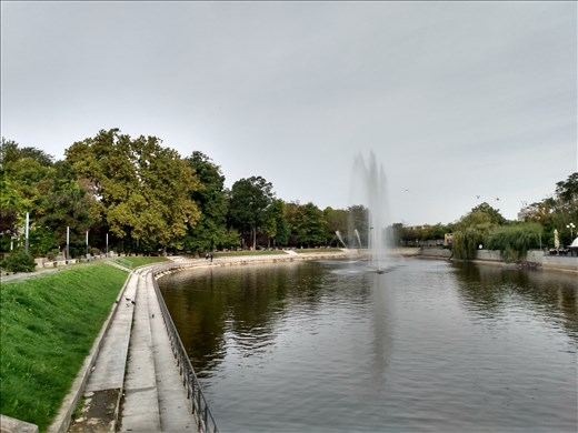 Water feature in a park in Arad.