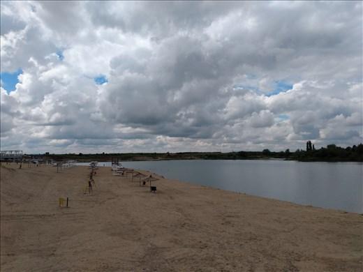 The 'beach' at Ghioroc Lake.
