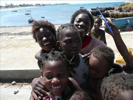 kids on ilha do mocambique