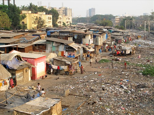 The beginning of Dharavi Slum, one of the biggest Indian slums with an estimated population between 600.000 and 1.000.000 people, situated in the economical heart of the sub-continent, Mumbai. Despite being famous for the movie