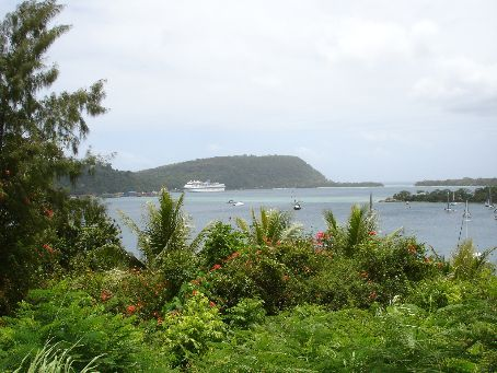 A cruise ship visits Port Vila & the town goes mental for a day