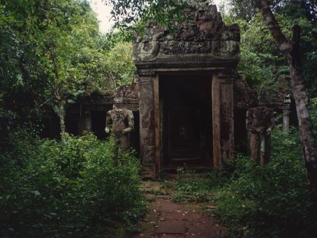 Overgrown side entrance to Preah Kahn