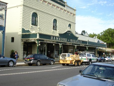 Photo of the same store in 2007. Hasn't changed much!