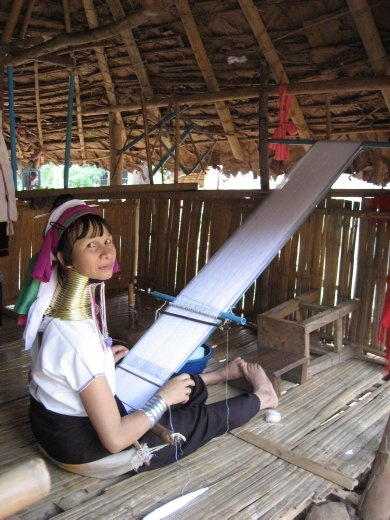 Long neck lady weaving a scarf