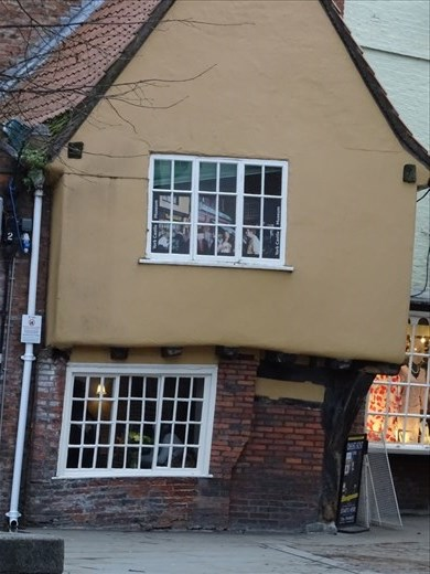I wonder if there's a crooked man, cat & mouse in this little crooked house...