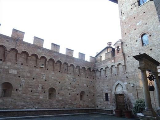 Hidden garden in Siena