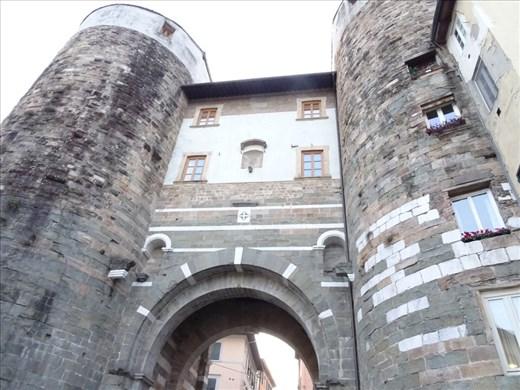 Gate of Elise, Lucca