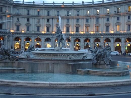 Fontana Di Naiads at dusk