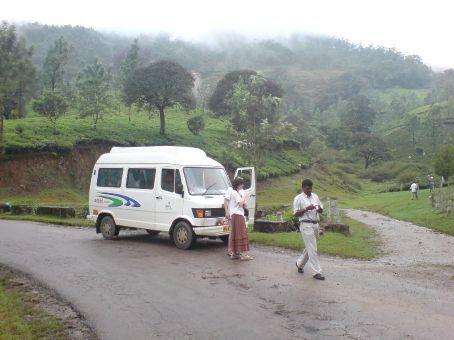 Unser Bus, mit franzoesischem Paerchen und Guide!