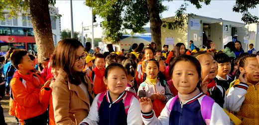 The children, who were on their way to visit the Forbidden City, love to try their English on you and high 5 you. One boy said,
