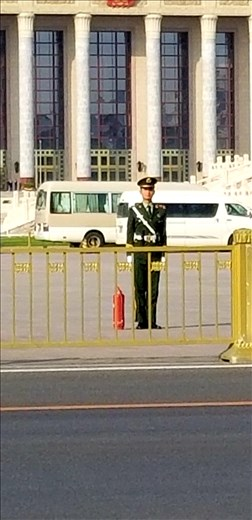 Soldiers stand guard. You aren't allowed to take a close-up photo of them. No one in China except high ranking people carry weapons. Neither the police nor soldiers are armed!