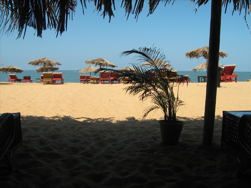 Utopia Beach, Calangute GOA - not one soul in the after heat