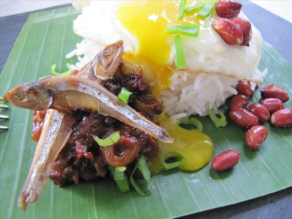 I serve my Nasi Lemak with a sunny side up fried egg. The runny yolk runs into the sambal... yum!