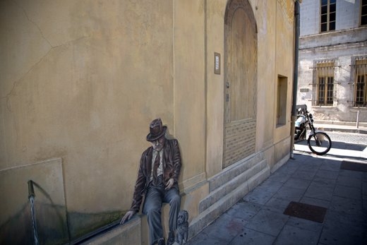 Avignon blighted by graffiti, but an occassional Trompe L'oeil