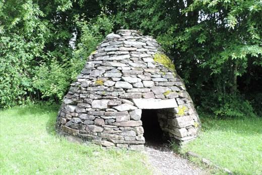 Prehistoric-Stone-Hut-at-Museum