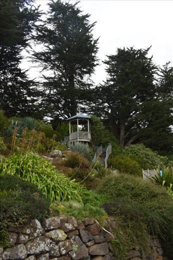 You must climb UP to the lookouts scattered throughout the gardens.
