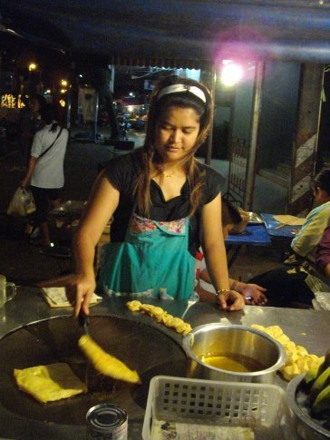 mmmm pancakes at night market in Trat