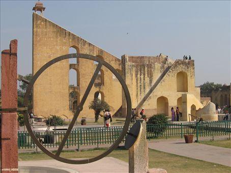 Osservatorio astronomico costruito nel Settecento da un grande marajah di Jaipur