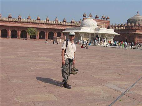 Mario all'interno della Grande moschea di Fathepur Sikri