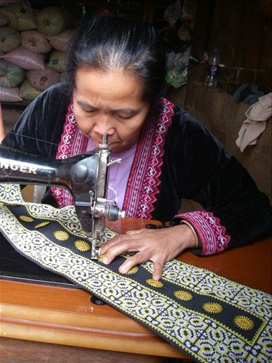 Creating the fine needlework with foot pedaled sewing machine