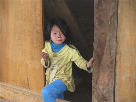 Child not phased by the tourists hiking past her window
