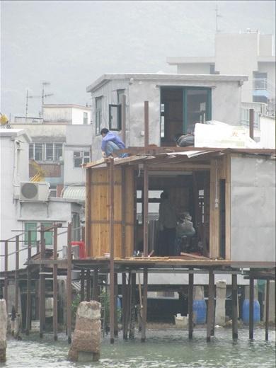 Construction of tin stilt house- Tai O