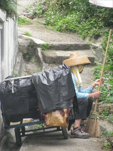 Street cleaner- Tai O