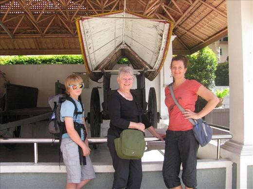 Ash, Helen & Terri at Muzium Negara ( by Nim)