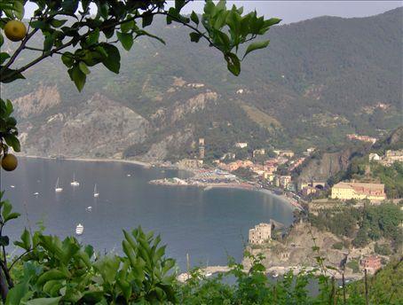 Monterozza to Vernazza trail view of Monterossa