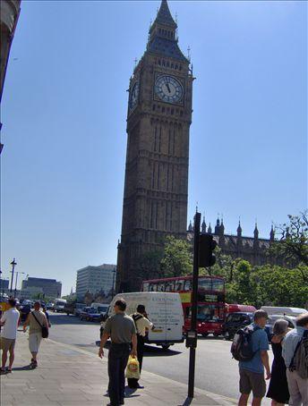 Whoa, that is a big clock