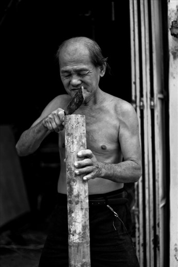 Mr. Soon, 67 years old, a traditional craftman in George Town, Penang, worked his entire life as a weaver of bamboo and rattan trades. Comes with skillful hands and trained by parents since young, for more than 50 years, he carried this trade as his life and soul till to date. Seen in the picture, is a seemingly blunt triangular knife that cuts nothing but the bamboo, it was passed down by his late parents and it is more than a century old.