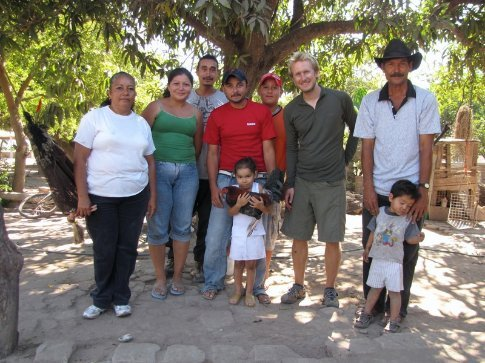 Luis and his wife, children and grandchildren