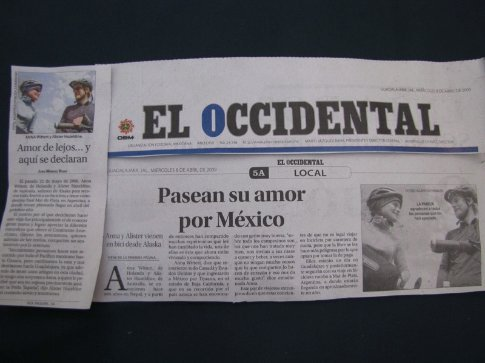 Ali and Anna in 'El Occidental', a Guadalajara newspaper, after being snapped on the highway.